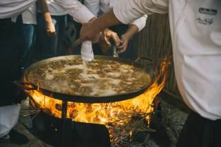 preparando paella en sueca