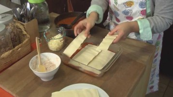 preparando lasana