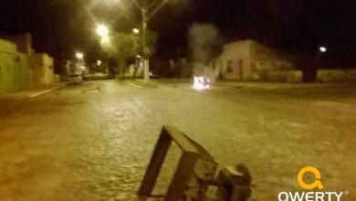 Photo of Fogo é colocado em barricada montada na avenida Rio Branco