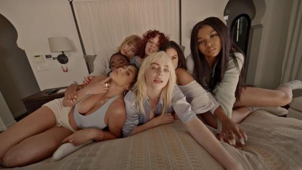 "Billie Eilish: ""Amo le ragazze"" - R 101"