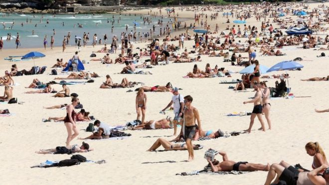 Bondi Beach has been temporarily closed after crowds exceeded the 500-person limit decreed by the government due to corona virus