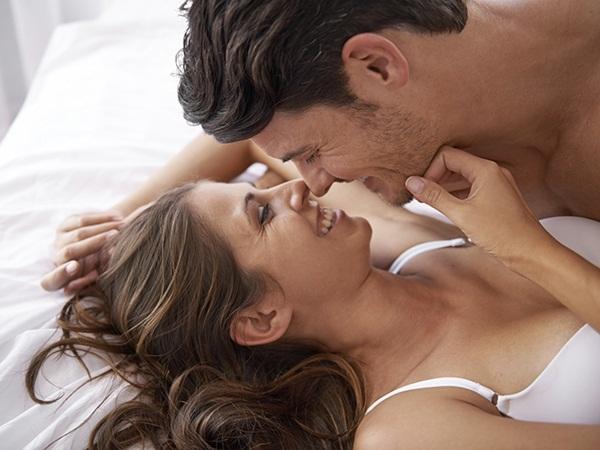 تعرف على دلالات القبلات بين الزوجين | Ra2ed