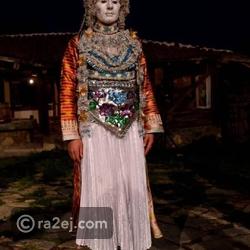 الزينة لا تقتصر على الوجه فهناك الملابس التقليدية المميزة