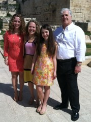 Hannah and her family: Avra, Mark and her sister, Sarah Rosen.