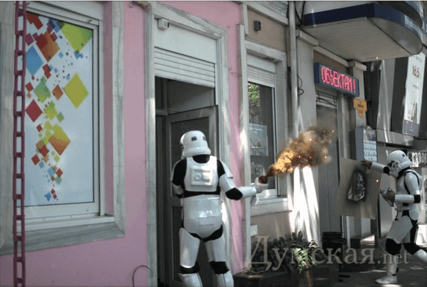 Anti-drug activists attack headshop with smoke canisters