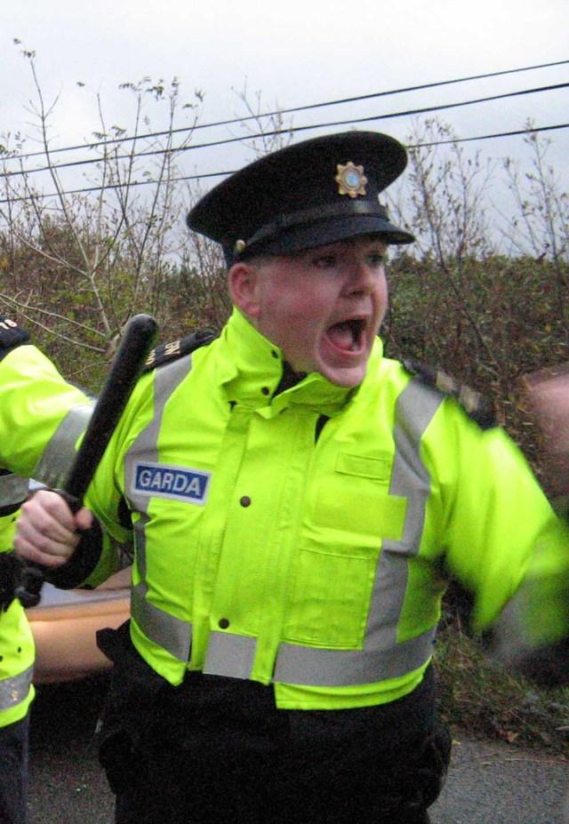 violent_cop