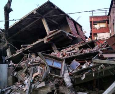 A house in Manipur, India gets rocked badly by Earthuake