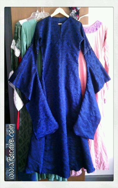 2015-03-02_Racaire_12th-century-dress_wedding_pinnend-on-sleeves_1.jpg