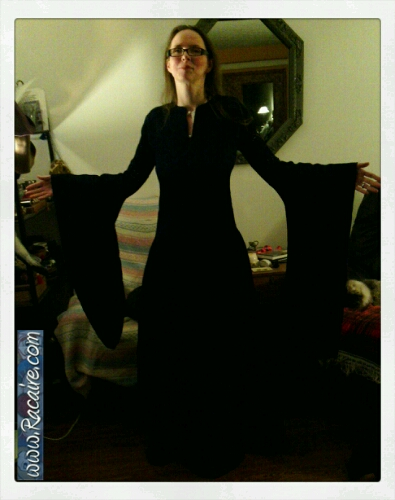 2015-03-04_Racaire_12th-century-dress_sleeves-attached_1.jpg