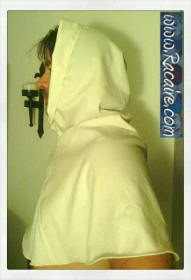 2015-07_Racaire_14th-century_white-hood_XL_hand-sewing-finished_2