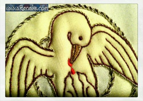 2015-08_Racaire_Sams_14th-century-XL-elevation-hood_embroidery_4_pelicans-13
