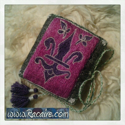 2014_Racaire-medieval-embroidery_Klosterstich_needlebook_01-embroidery_01B