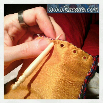 2015-04_Racaire_14th-century-pouch_23_finishing-2_02.jpg