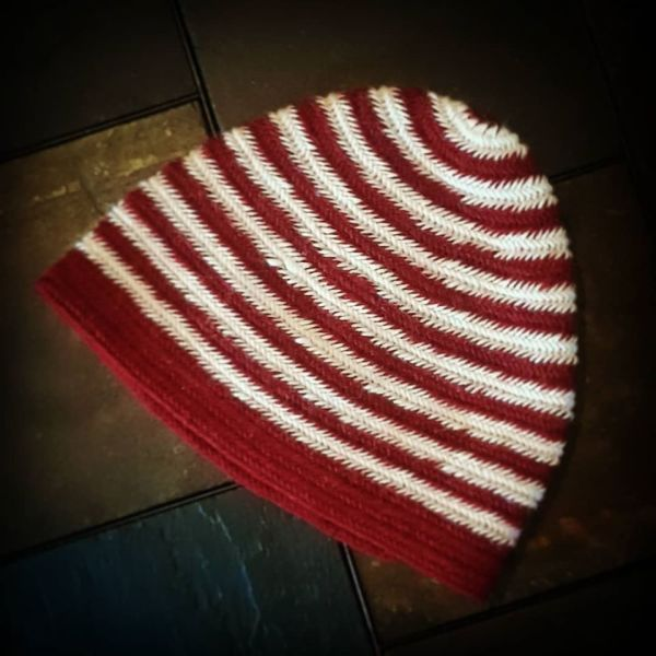 nalbinded cap - red and white stripes - medium