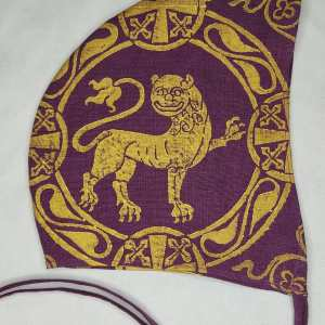 Medium size 12th century lion coif / arming cap made from purple (magenta) colored 100% linen fabric. Hand printed with a hand carved 12th century inspired lion stamp in premium gold print. Pre-washed linen fabric, ready to wear & machine washable!