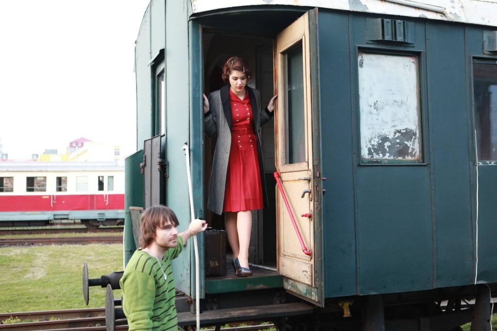 Celeste Buckingham nakrúcala v historickom vozni v bratislavskom múzeu vlakov spolu s rakúskymi študentmi herectva.