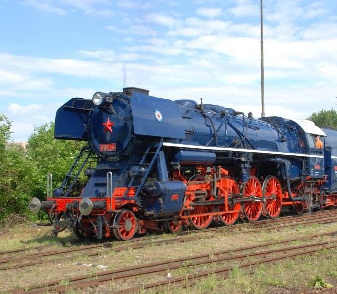 Parný vlak pre návštevníkov múzea ťahaný parným rušňom 498.104 Albatros.