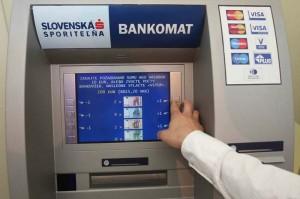 Bankomat SLSP. Foto: Slovenská sporiteľňa