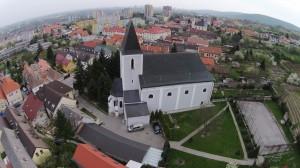 Katolícky farský kostol v Rači na Alstrovej ulici.