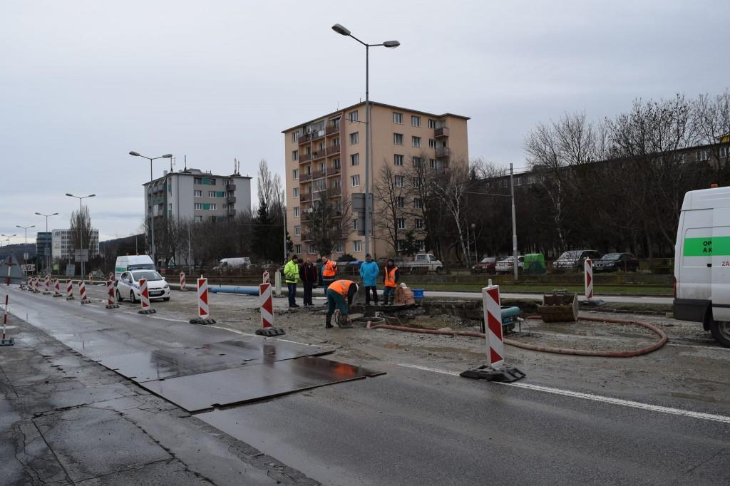Oprava cesty a potrubia na Račianskej ulici. Zdroj: Waze Slovensko