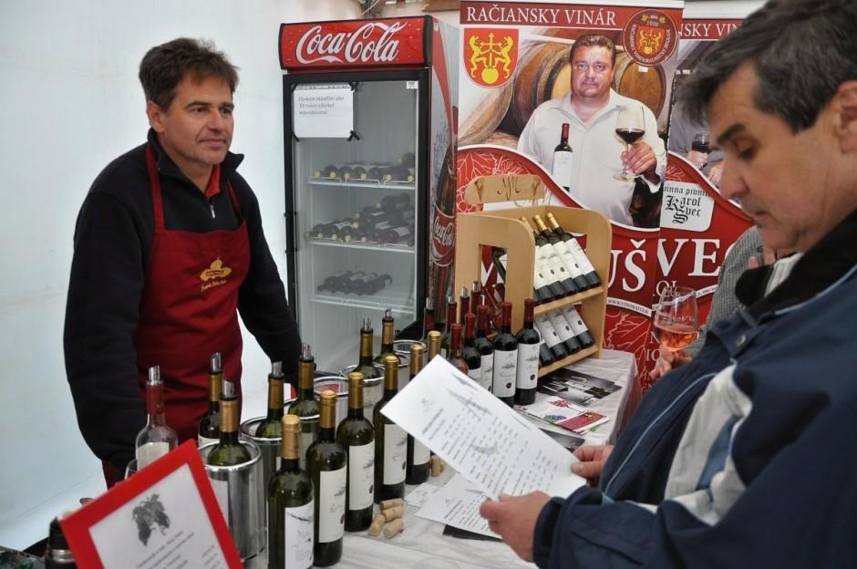 Račiansky chotár ponúkne počas hodov opäť aj produkty našich vinárov, na fotografii Ivan Vrana z Vinárstva Miloša Máťuša.