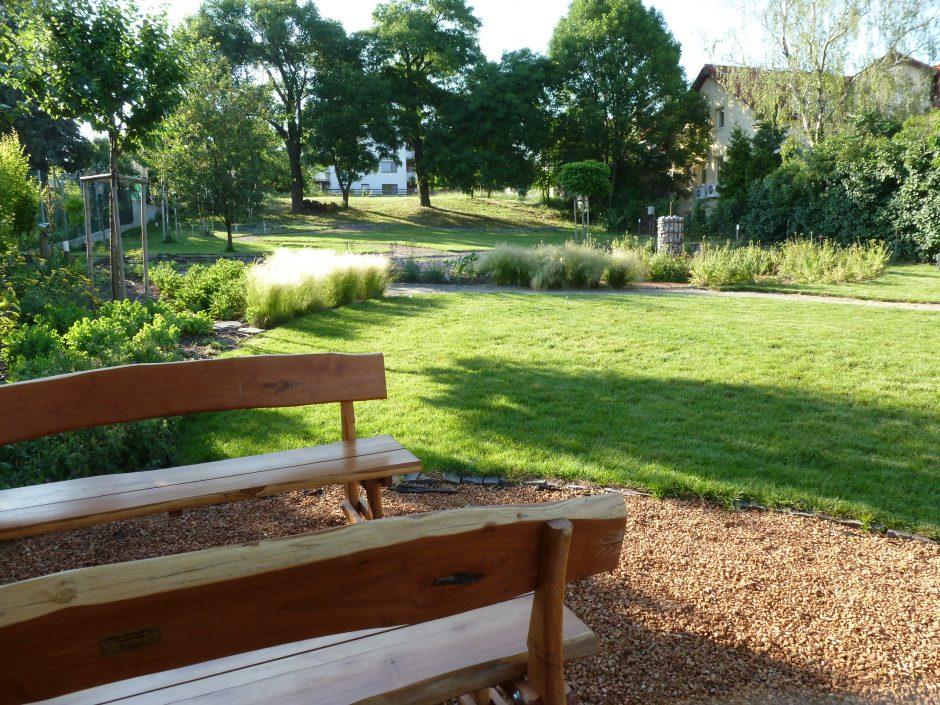 Obecná záhrada Rača po 5 rokoch revitalizácie dobrovoľníkmi a sympatizantmi OZ Račiansky spolok