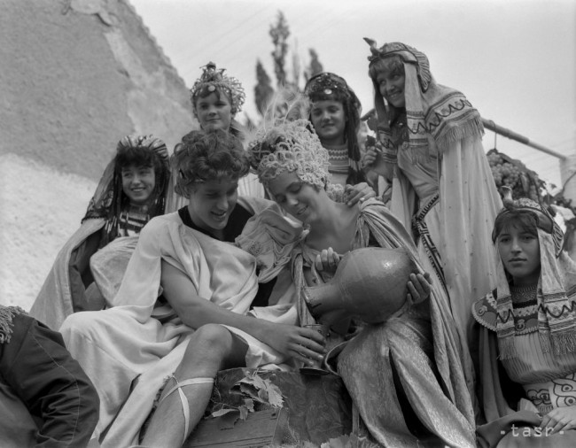 Objaví sa na vinobraní v alegorickom sprievode opäť aj Bakchus so svojimi milenkami.