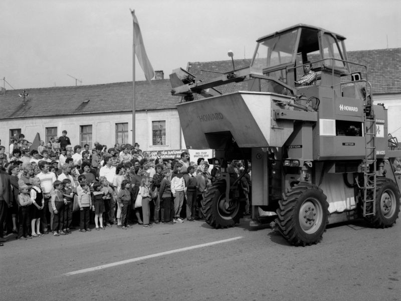 Malokarpatskjé oberačkové slávnosti v Rači 1986 boli veľkou prezentáciou poľnohospodárstva.