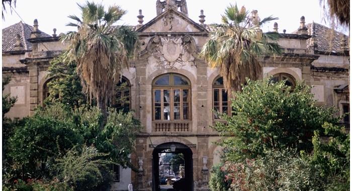 Villa Palagonia: superba e misteriosa bizzarria