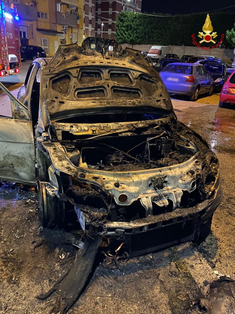Auto a fuoco a Pescara