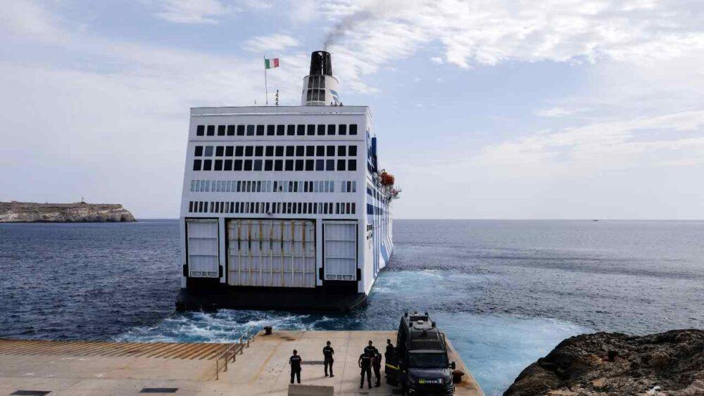 Trasferimento dei richiedenti asilo dai Cas alle navi quarantena, è polemica