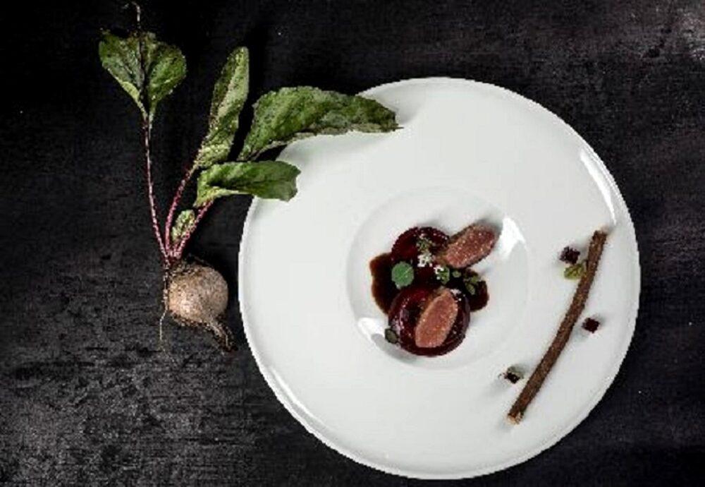 Ravioli alla rapa rossa e formaggio di malga con piccione Miéral alla liquirizia: la ricetta