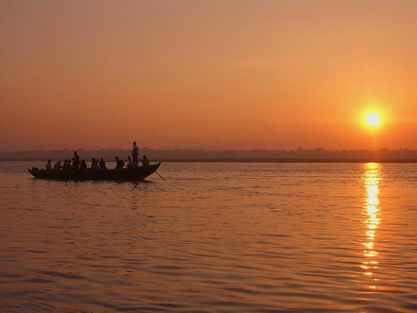 Varanasi è la città dove scorre il Ganga Mata (Madre Ganga), il luogo sacro degli induisti.