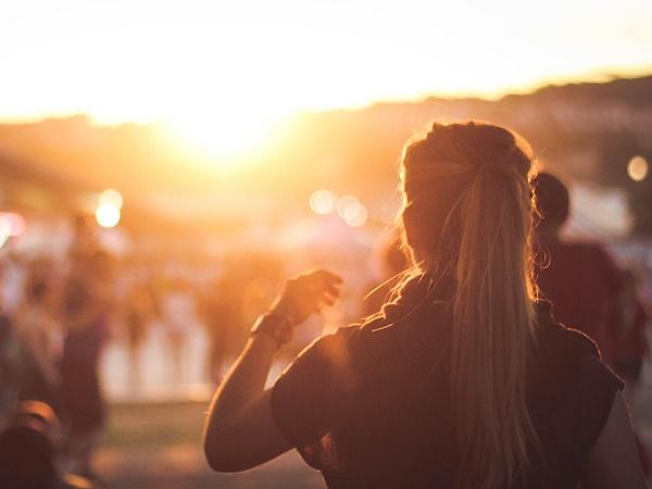 Ci sono luoghi in cui chi desidera percorrere miglia e chi vuole starsene seduto nella propria poltrona possono incontrarsi sentendosi ugualmente a proprio agio: i festival di viaggio.