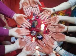 13 moons hands