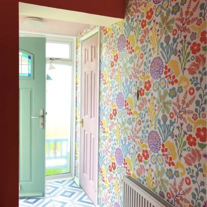 Hallway entrance with Borastapeter wallpaper