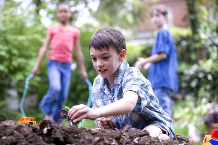 Fun Ways To Enjoy Your Garden With Your Family This Summer