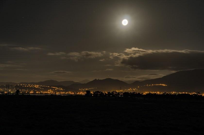 Nelson bei Nacht