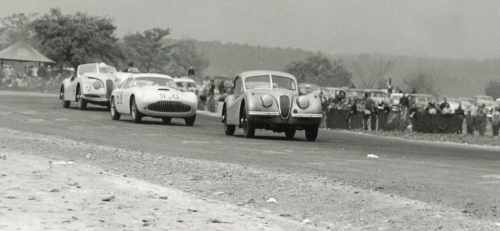 small resolution of  last turn before start finish line at the1953 watkins glen grand prix the 90 jaguar xk 120 of gled derujinski leads the siata of otto linton 58 and