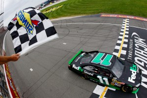 2010_Michigan_June_NSCS_Race_Denny_Hamlin_Finish_Line