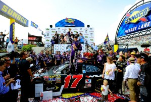 2011_Dover_May_NSCS_Race_Kenseth_Victory_Lane