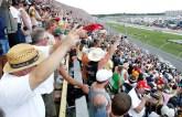 2012_Michigan_Aug_NSCS_fans_cheer_start