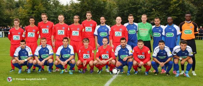 Les équipes de Schoenenbourg et du Racing Club Strasbourg Alsace
