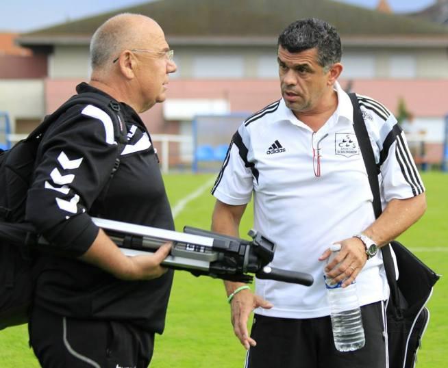 Albert STOECKEL (à gauche) entraîneur des gardiens du RCSA, en discussion avec José GUERRA