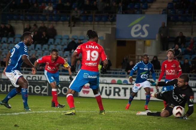 Premier but marqué par Stéphane Bahoken