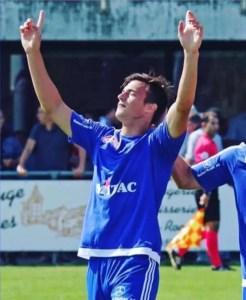 Lotti festeja un gol en el Wolhen de Suiza.