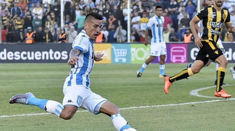 Ricardo Centurión en el partido Olimpo 1 - Racing 2