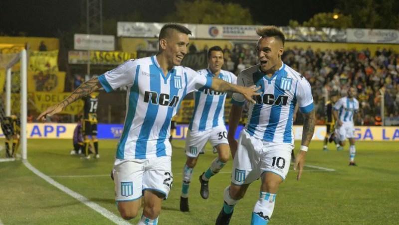 Ricardo Centurión festejando su gol ante Olimpo