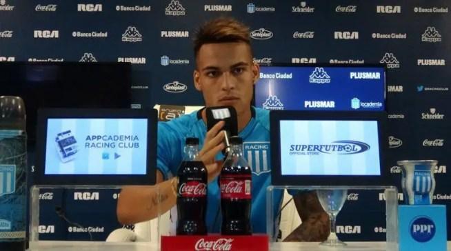 Lautaro martínez hablando en conferencia de prensa.