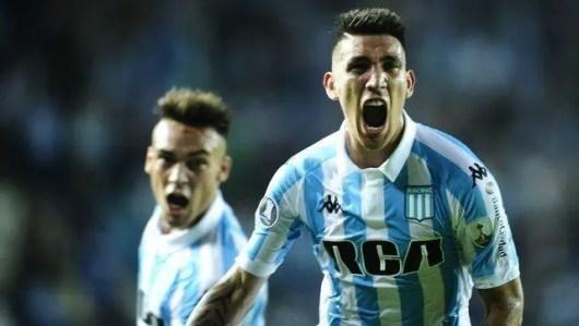 Ricardo Centurión gritando un gol en Racing.